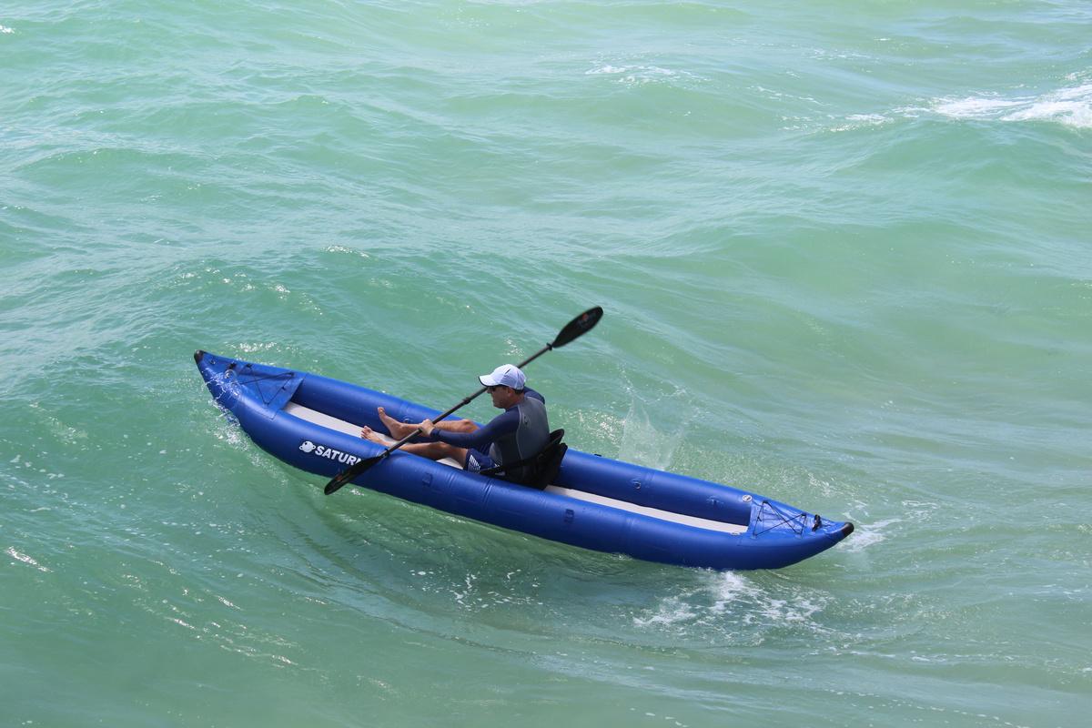 Self bailing pro ocean inflatable kayak by saturn for Ocean fishing kayaks