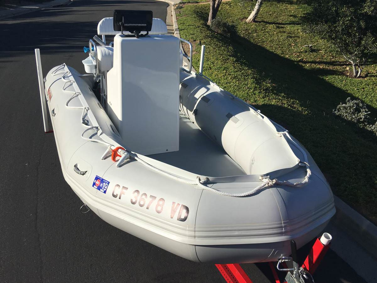 Fiberglass central console was mounted on aluminum floor for this Saturn inflatable boat
