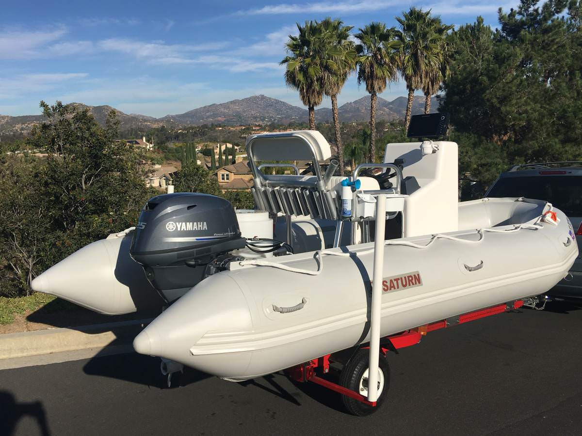 Saturn SD470 boat was outfitted with powerful 25HP Yamaha motor